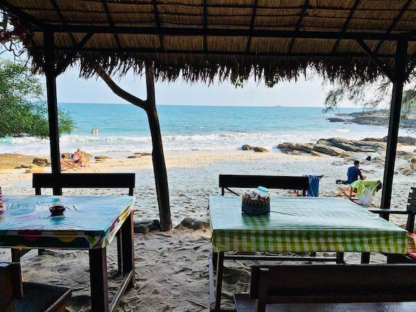 アオヌアンビーチの食堂
