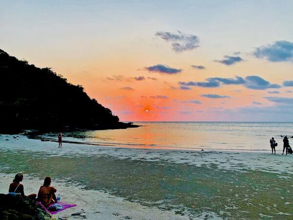 アオプラオビーチの夕日