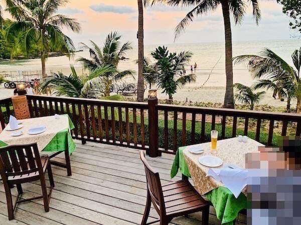アオプラオビーチ沿いのレストラン