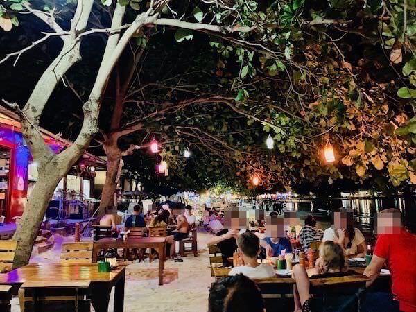 夜のアオ ウォン ドゥアンビーチ