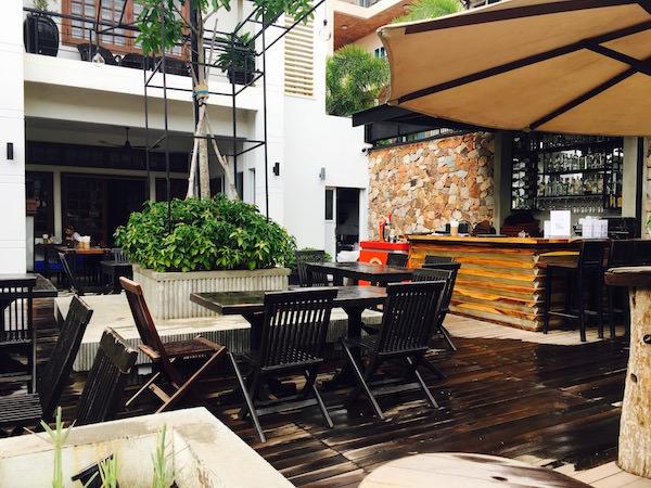 アプサラ セントレポール ホテル(Apsara Centrepole Hotel)に併設されているバー