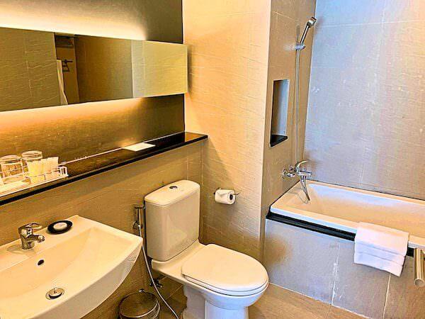 アライズホテルスクンビット(Arize Hotel Sukhumvit)の客室バスルーム
