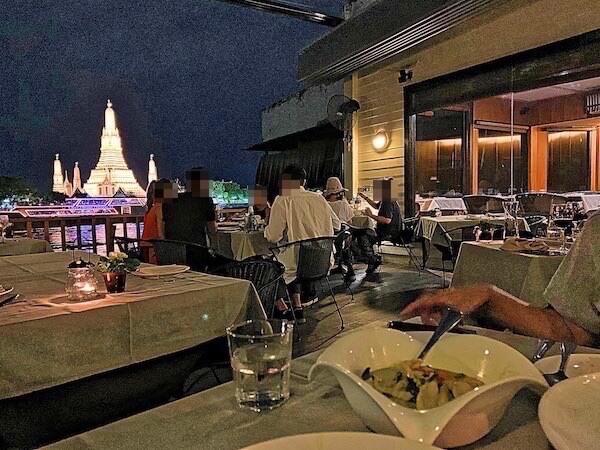 アルン レジデンス(Arun Residence)併設のレストラン「ザ・デッキ」