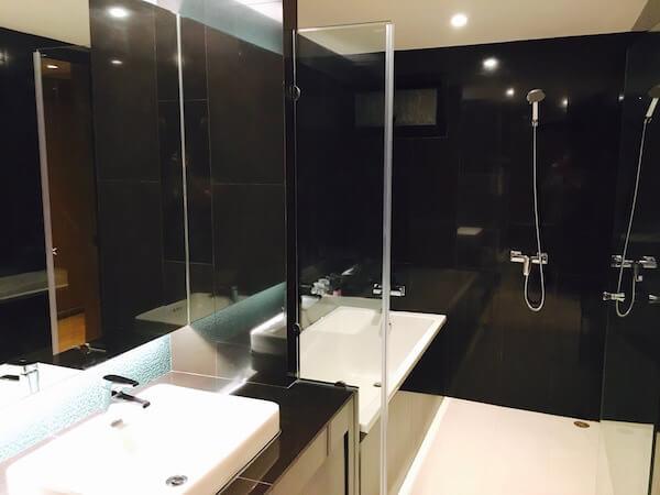 アサナ ホテル&レジデンス(Asana Hotel & Residence)のバスルーム1
