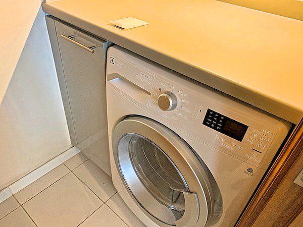 アスコット サトーン バンコク(Ascott Sathorn Bangkok)の客室に完備してある乾燥機付き洗濯機