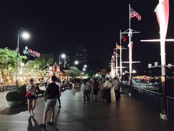 アジアティーク ウォーターフロント地区の遊歩道