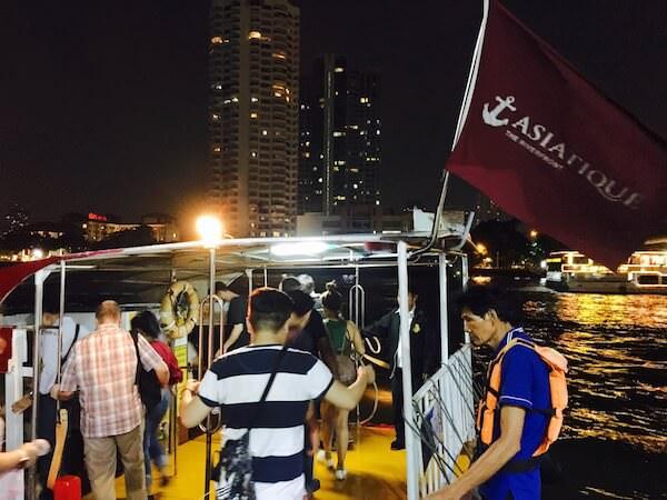 アジアティーク行きの無料シャトルボート1