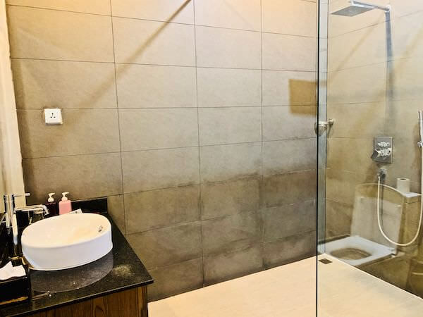 アシバン クウェイ ブティック ホテル(Asiban Quay Boutique Hotel)のシャワールーム