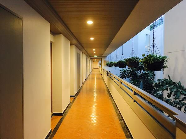 AVANI パタヤ リゾート&スパ (AVANI Pattaya Resort & Spa)のホテル内通路2