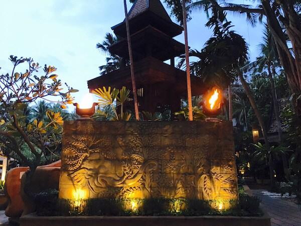 AVANI パタヤ リゾート&スパ (AVANI Pattaya Resort & Spa)の夜の中庭