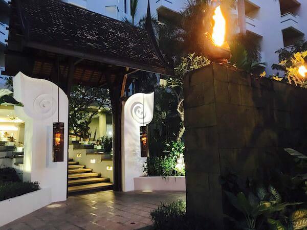 AVANI パタヤ リゾート&スパ (AVANI Pattaya Resort & Spa)の夜の中庭3