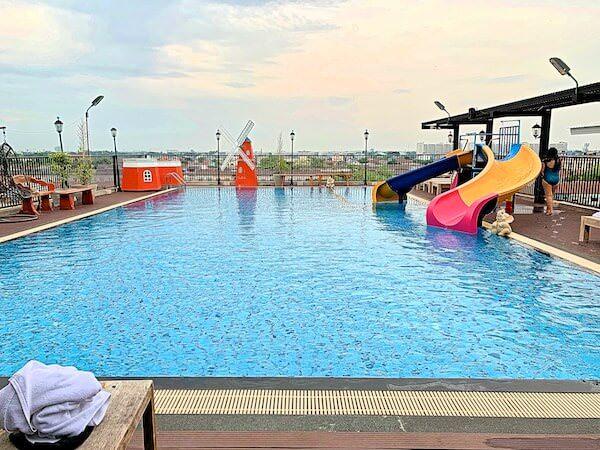 B ユア ホーム ホテル ドンムアン エアポート バンコク(B-your home Hotel Donmueang Airport Bangkok)のプール