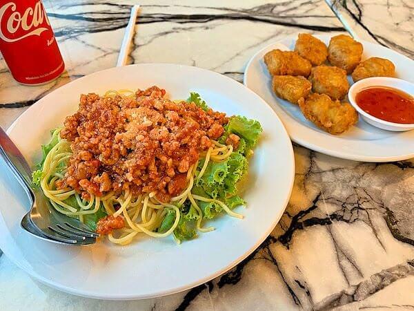 B ユア ホーム ホテル ドンムアン エアポート バンコク(B-your home Hotel Donmueang Airport Bangkok)のレストランで食べた夕食