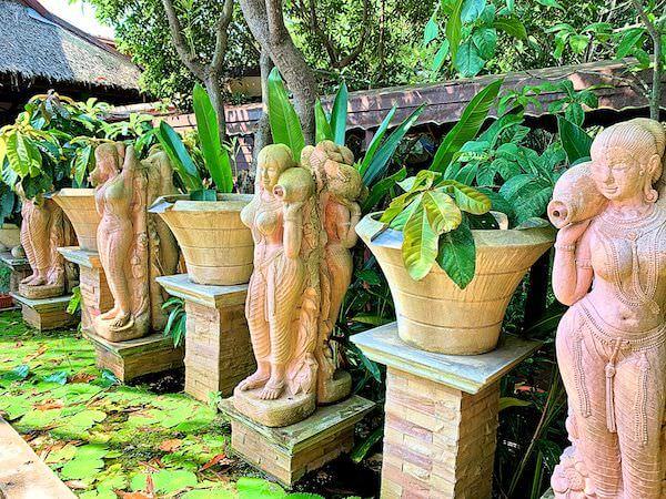 バーン アムパワ リゾート アンド スパ(Baan Amphawa Resort and Spa)敷地内のオブジェ