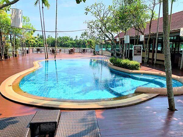 バーン アムパワ リゾート アンド スパ(Baan Amphawa Resort and Spa)のプール