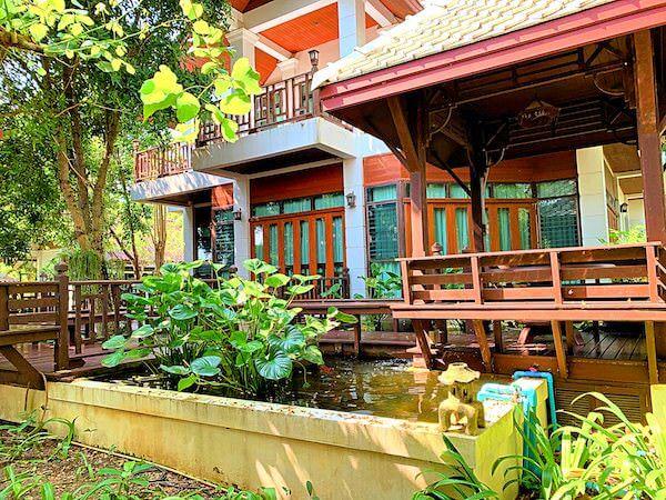 バーン アムパワ リゾート アンド スパ(Baan Amphawa Resort and Spa)の客室棟