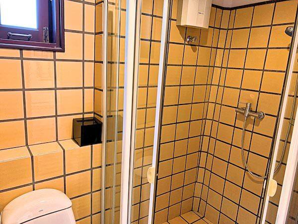 バーン アムパワ リゾート アンド スパ(Baan Amphawa Resort and Spa)のシャワールーム2