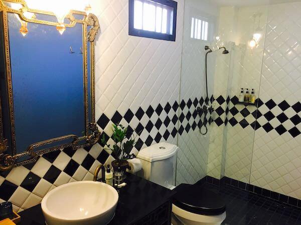 バーン チャート ホテル(Baan Chart Hotel)のシャワールーム1