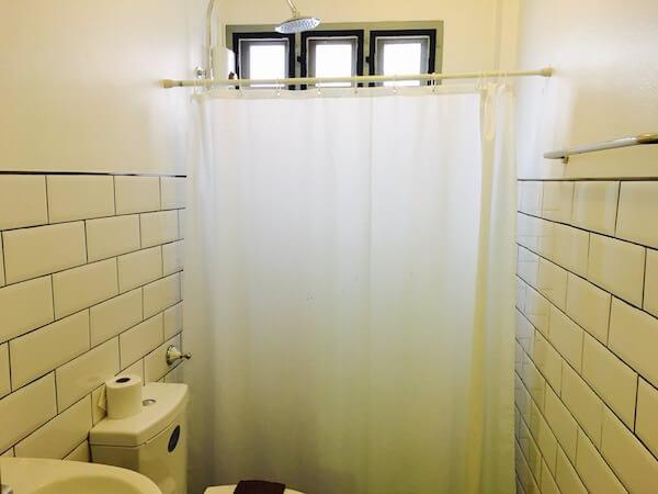 バーン サイ ラ ゲストハウスのシャワールーム1