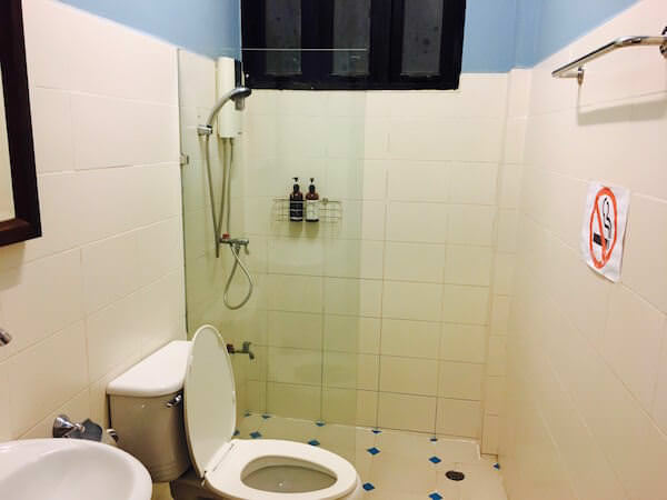 バーン サイ ラ ゲストハウスの共同シャワー