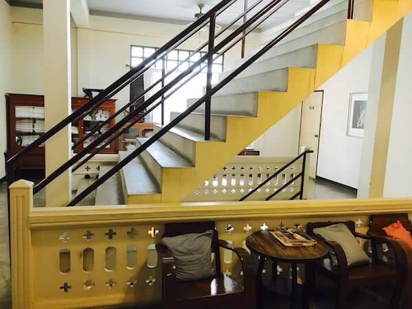 バーン サイ ラ ゲストハウスの階段