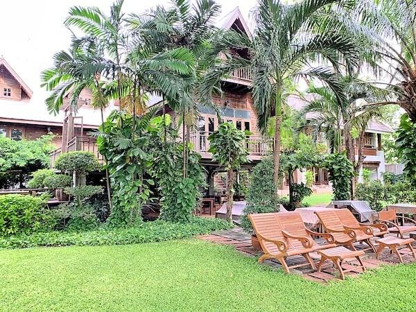 バーン ティエ ワン ホテル(Baan Tye Wang Hotel)の中庭