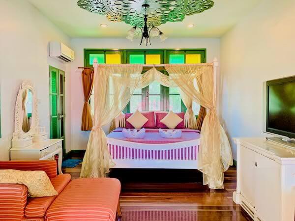 バアンラク アムパワー(Baanrak Amphawa)の客室1