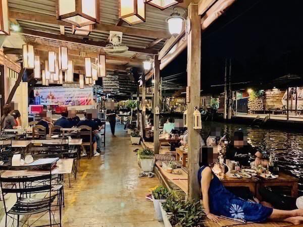 バアンラク アムパワー(Baanrak Amphawa)周辺の飲食店