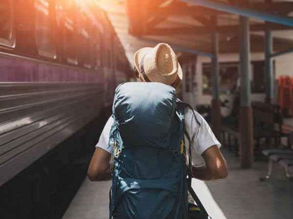旅行中の日本人バックパッカー