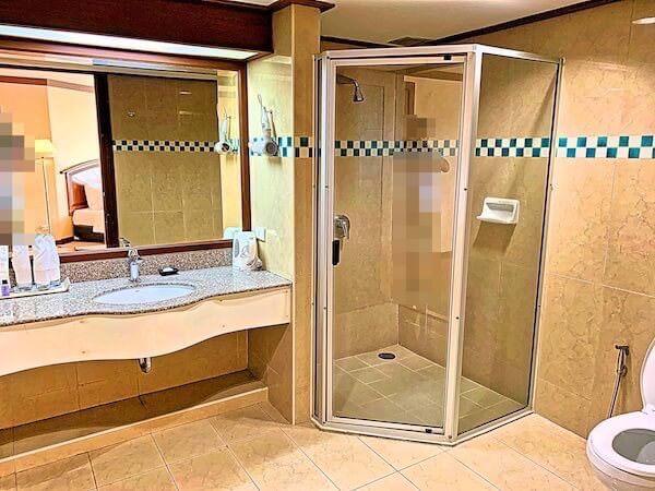 バイヨークスカイホテル(Baiyoke Sky Hotel)のバスルーム1
