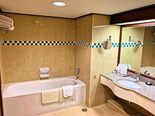 バイヨークスカイホテル(Baiyoke Sky Hotel)のバスルーム2