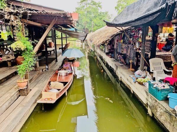 バンナムプン水上マーケット(Bang Nam Phueng Floating Market)の商売船