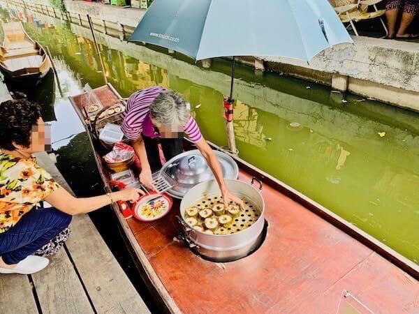 バンナムプン水上マーケットの商売船2