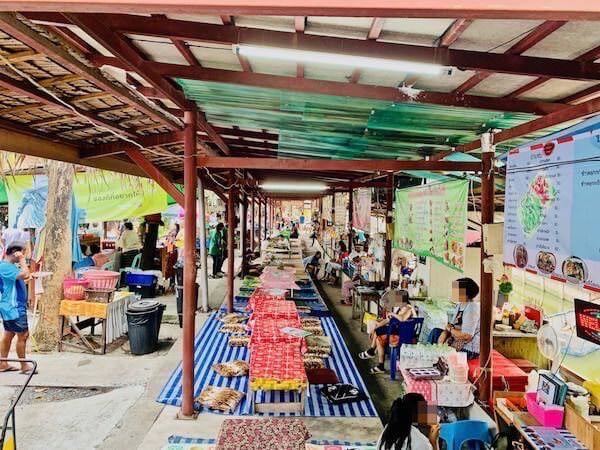 バンナムプン水上マーケットの食堂