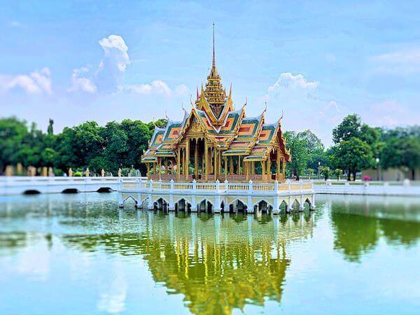 バンパイン宮殿の中にあるプラ・ティーナン・アイサワン・ティッパ・アート