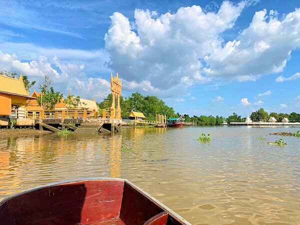 ワットパクナム ジョーロー(Wat Paknam Jolo)の入り口