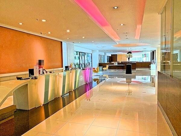 エレファントタワー併設の「イヤリン@トゥック チャン ラチャヨーティン ホテル」のレセプション