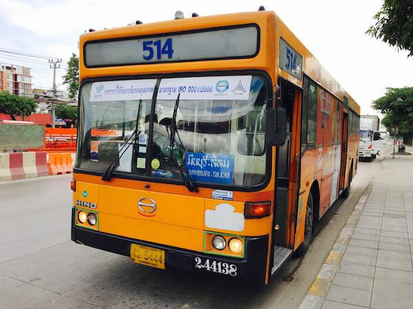 クワンリアム水上マーケット行きの514番バス