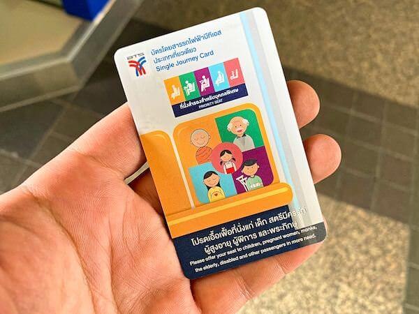 バンコクBTSのカード型チケット
