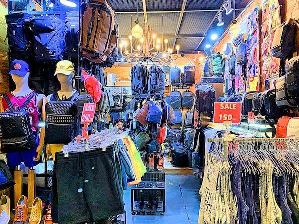 ターミナル21のロンドンフロアにある男性向け衣料品店