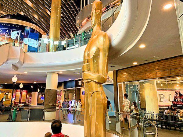 ターミナル21にある巨大モアイ像のオブジェ