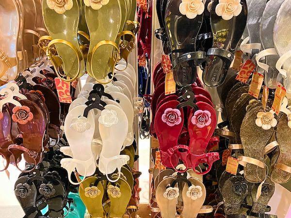 バンコクのターミナル21の3階にあるシューララ(Zhoelala)の店舗で売られているサンダル1