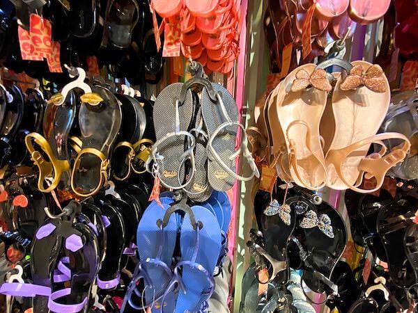バンコクのターミナル21の3階にあるシューララ(Zhoelala)の店舗で売られているサンダル2