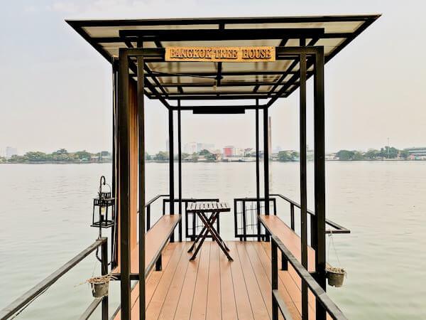 バンコク ツリー ハウス(Bangkok Tree House)の海沿いテラス