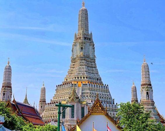 ワットアルンの巨大仏塔