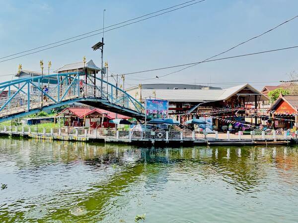 バンプリー百年市場にかかる橋