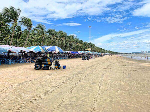 昼間のバンセンビーチ