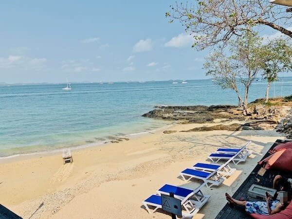 バー アンド ベッド リゾート(Bar and Bed Resort)のプライベートビーチ