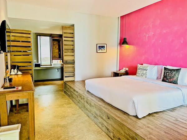 バー アンド ベッド リゾート(Bar and Bed Resort)の客室1