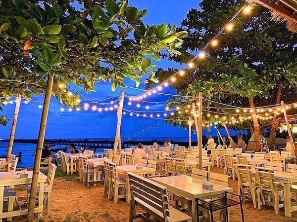 ビーチ沿いのお洒落なレストラン2
